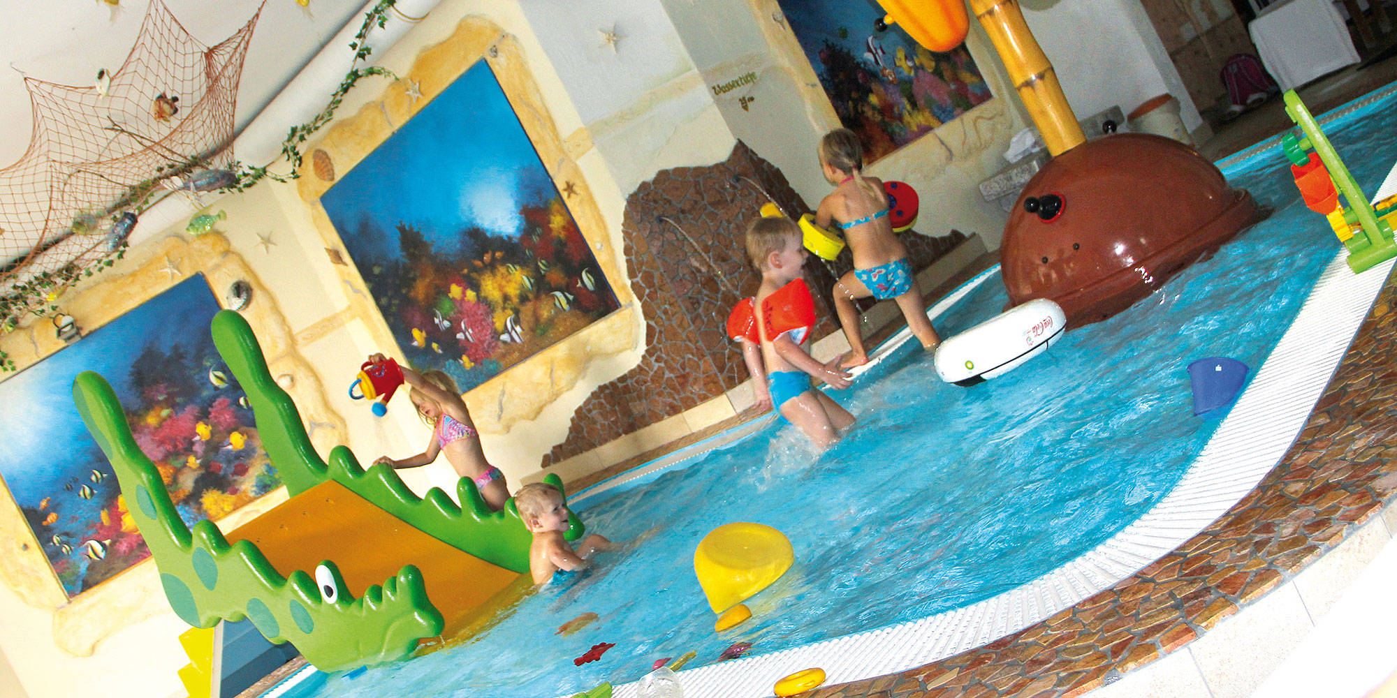 Smileyhotel - Pool - Indoor - Baby